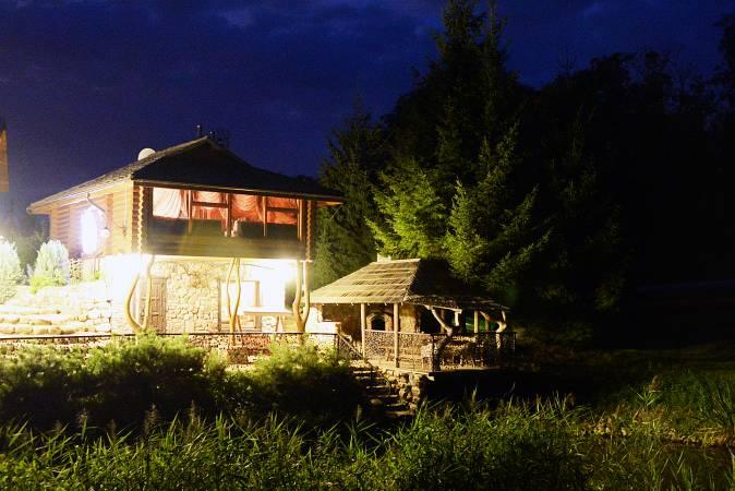 """LAISVAS NAUJIEMS METAMS! Rąstinis namas su pirtimi prie upės Šventoji """"AKMENINĖ SALA"""""""
