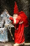 Kalėdų senelis atvyksta pašokti ir padainuoti su vaikučiais