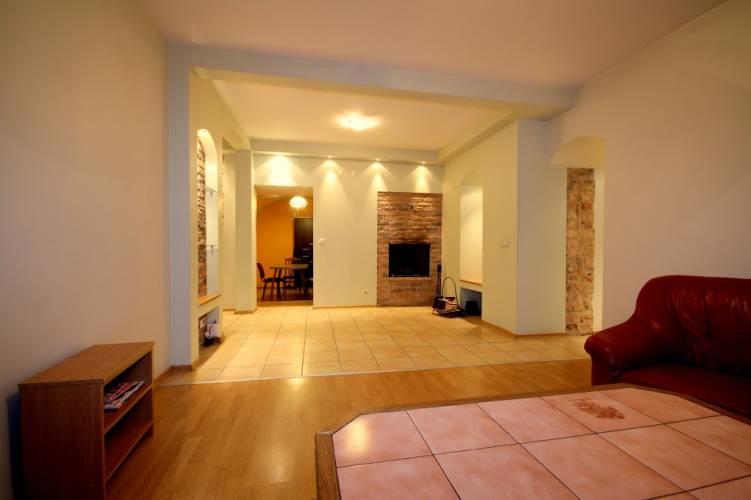 3 kambarių buto nuoma Vilniuje, ypatingai geroje vietoje, prestižinėje Pilies g.