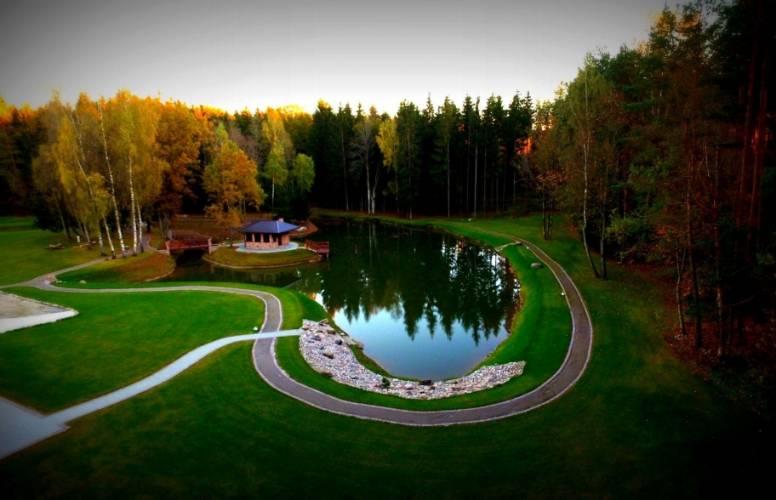 """Kaimo turizmo sodyba """"Auksinis ąžuolas"""" miško apsuptyje visai šalia Vilniaus"""